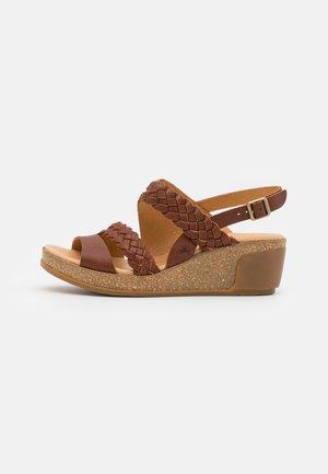 LEAVES - Sandały na platformie - wood