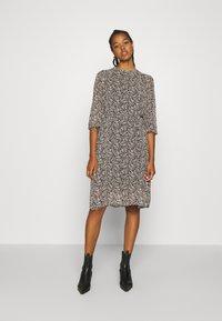 Vero Moda - VMSAFFRON DRESS - Denní šaty - black/white - 0