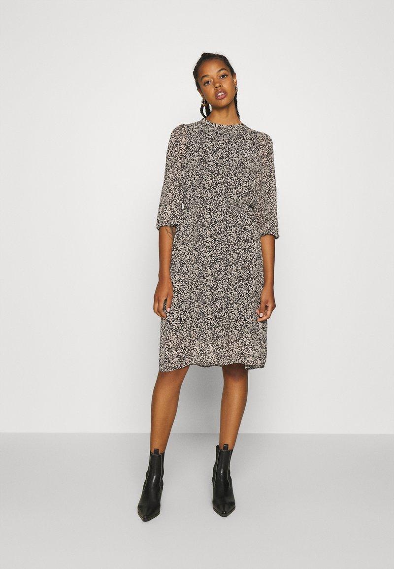 Vero Moda - VMSAFFRON DRESS - Denní šaty - black/white
