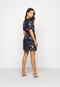 Vero Moda Petite - VMANNIE BELT SHORT DRESS - Day dress - night sky/hallie - 2