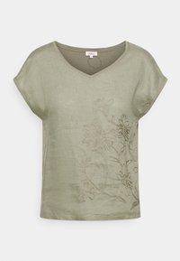 s.Oliver - Print T-shirt - summer khaki - 0
