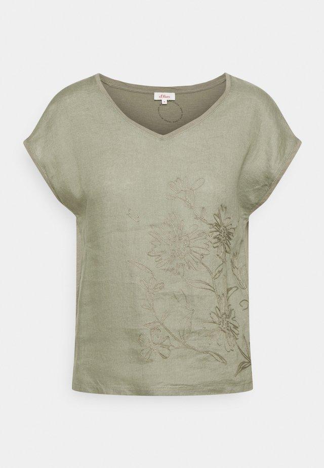 T-shirt med print - summer khaki