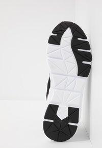 Puma - WEAVE XT - Stabilty running shoes - black/white - 4