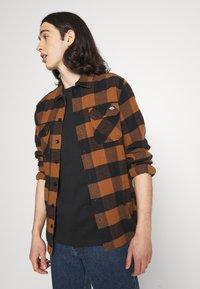 YOURTURN - 2 PACK UNISEX - Basic T-shirt - black/black - 3