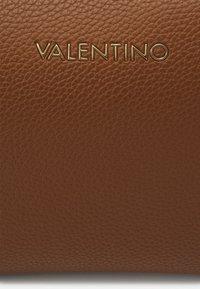 Valentino Bags - SUPERMAN  - Torba na ramię - cognac - 4