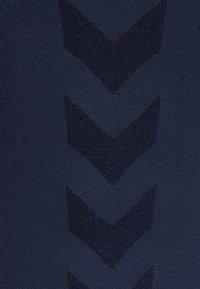 Hummel - HMLTIF SEAMLESS  - Sports shirt - black iris - 6