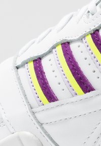 adidas Originals - TRAINER  - Tenisky - footwear white/glow purple/solar yellow - 2