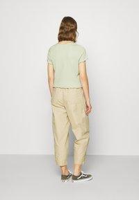 Monki - NILLAN - T-shirt z nadrukiem - green - 2