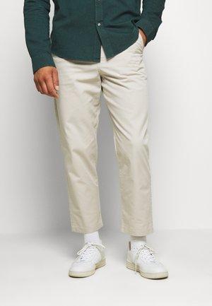 HAWTIN - Pantaloni - white smoke