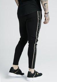 SIKSILK - DANI ALVES ATHLETE BRANDED TRACK PANTS - Pantalon de survêtement - black - 2