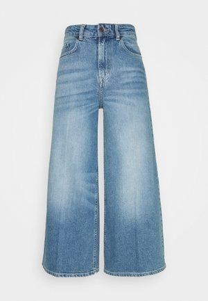 LEONA CULOTTES - Flared jeans - medium blue denim