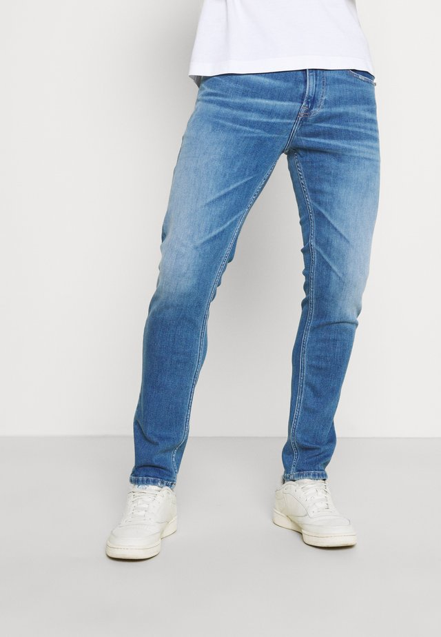 AUSTIN SLIM TAPERED - Slim fit jeans - light blue denim