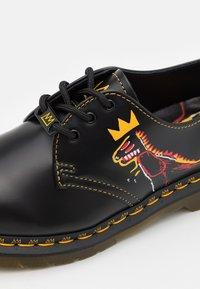 Dr. Martens - 1461 BASQUIAT UNISEX - Šněrovací boty - black - 5