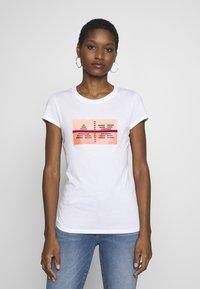 Armani Exchange - T-shirts print - optic white - 0