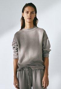 Massimo Dutti - MIT ANPASSBAREM SAUM - Sweatshirt - grey - 0