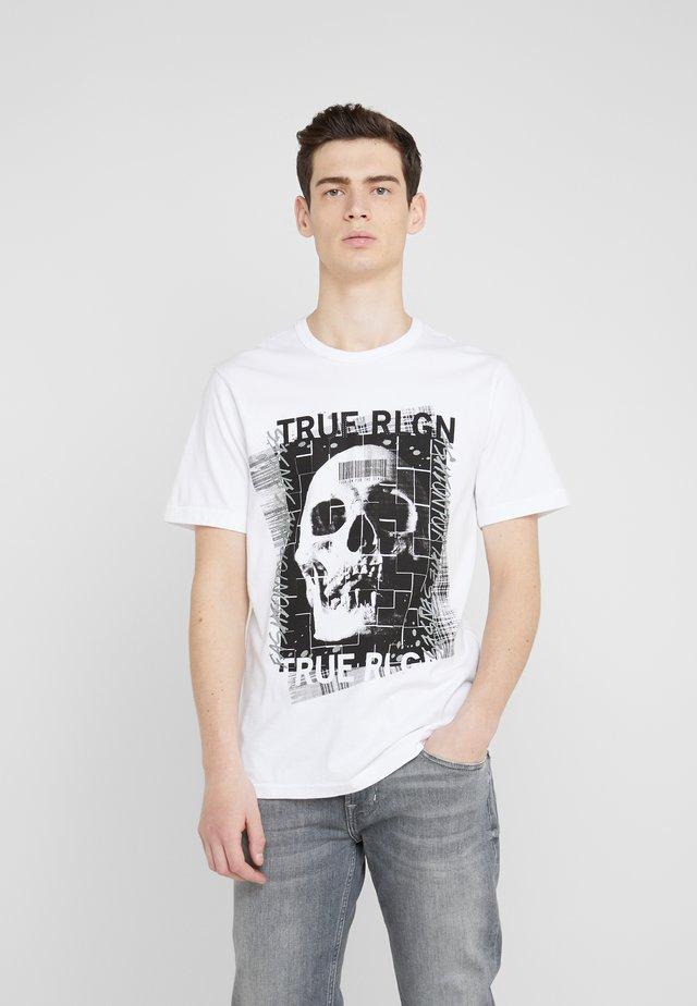 EMBELLISHED SKULL TEE - Print T-shirt - white