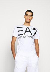 EA7 Emporio Armani - Print T-shirt - white - 0