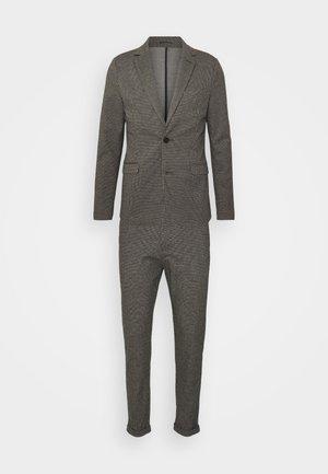 Kostym - brown