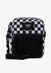 Vans - MN BAIL SHOULDER BAG - Axelremsväska - black/white - 6