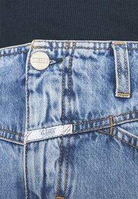 CLOSED - IBBIE - Gonna di jeans - mid blue - 4