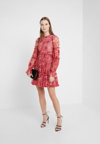 Needle & Thread - ANYA EMBELLISHED DRESS - Denní šaty - cherry red - 1
