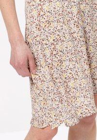 zero - MIT BLUMENDRUCK - A-line skirt - raw cotton - 3