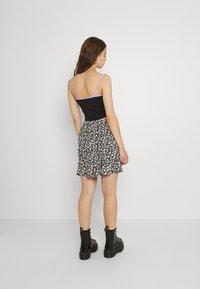 Hollister Co. - CINCH SKIRT - Mini skirt - black - 2