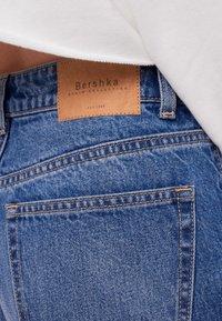 Bershka - MIT UMSCHLAG  - Jeans baggy - blue - 5