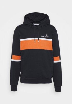 NORBERT HOODIE - Hoodie - navy/orange