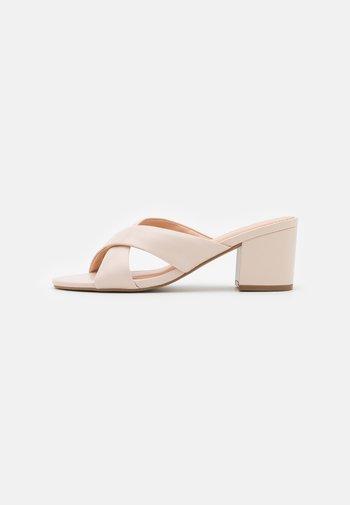 Sandaler - nude