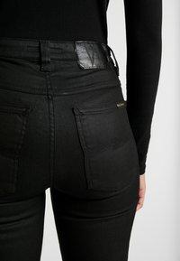 Nudie Jeans - HIGHTOP TILDE - Jeansy Skinny Fit - painted black - 3