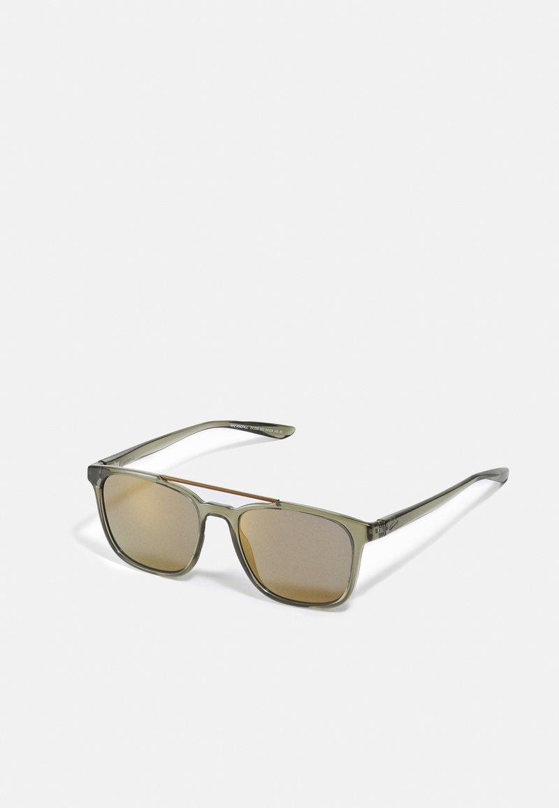 Nike Sportswear - WINDFALL UNISEX - Sunglasses - cargo khaki/bronze