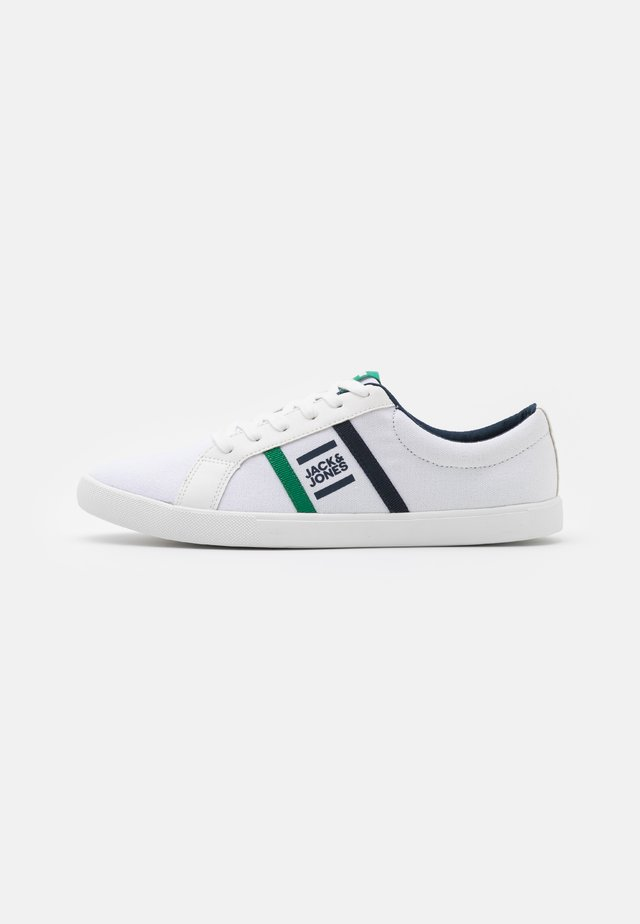 JFWWHILEY - Sneakers laag - white/amazon