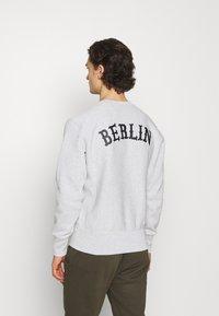 Champion Reverse Weave - CREWNECK BERLIN - Sweatshirt - mottled light grey - 2