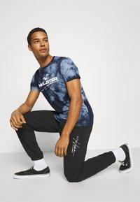 Hollister Co. - GRAPHIC - Print T-shirt - blue - 3