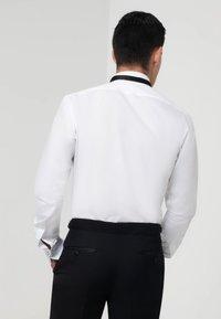 dobell - SLIM FIT - Formal shirt - white - 2