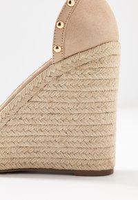 Tata Italia - Korolliset sandaalit - beige - 2