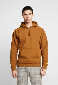 Carhartt WIP - HOODED CHASE  - Hættetrøjer - hamilton brown/gold - 0