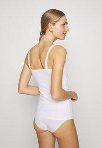 Marks & Spencer London - V NECK TRIM - Camiseta interior - white - 2