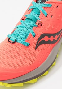 Saucony - PEREGRINE 10 - Trail running shoes - vizired/citron - 5