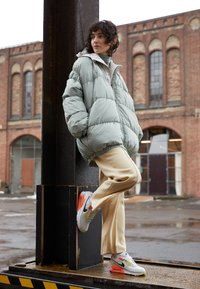 Nike Sportswear - AIR MAX 90 - Trainers - summit white/dark smoke grey/barely green - 0