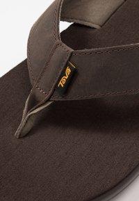 Teva - VOYA FLIP MENS - Sandály s odděleným palcem - chocolate brown - 5