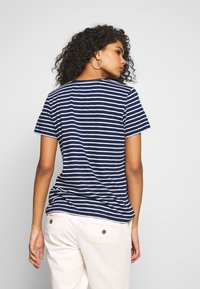 Superdry - ESSENTIAL VEE TEE - T-shirts - navy stripe - 2