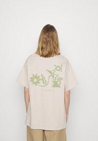 Vintage Supply - FLOWER - Printtipaita - beige - 2