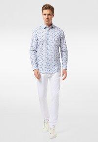 Pierre Cardin - GEBLÜMT - MODERN FIT - Shirt - light blue - 1