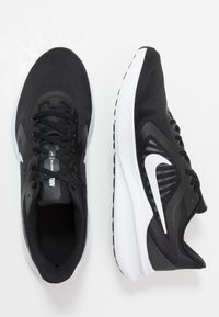 Nike Performance - DOWNSHIFTER 10 - Juoksukenkä/neutraalit - black/white/anthracite - 1