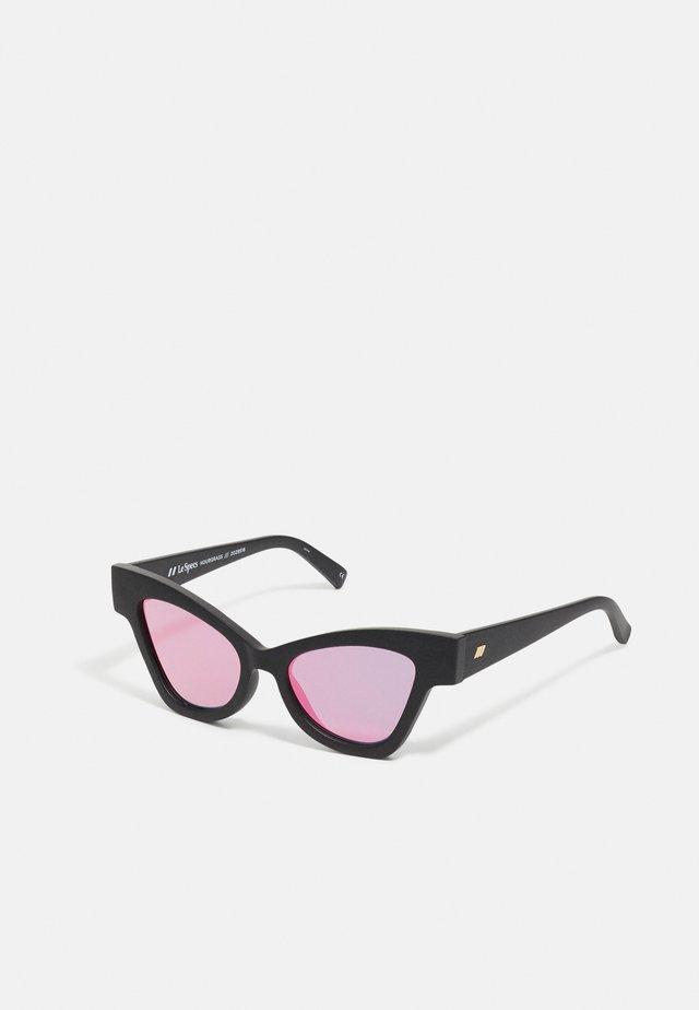 HOURGRASS - Sluneční brýle - black grass