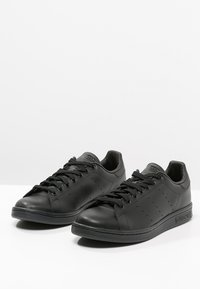 adidas Originals - STAN SMITH - Trainers - black - 2