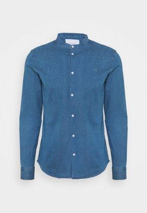 LEE MANDARIN SHIRT - Skjorte - dust blue