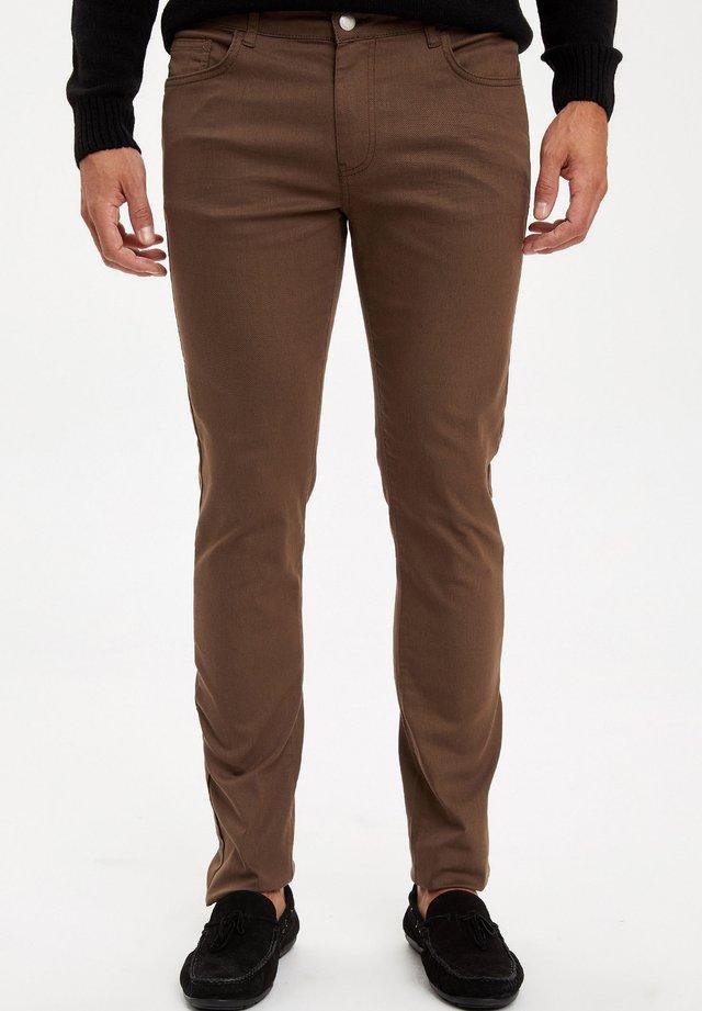 MAN  - Slim fit jeans - Green